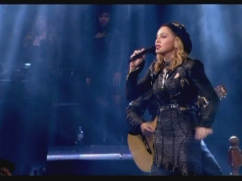 Madonna gives political speech at concert in Paris