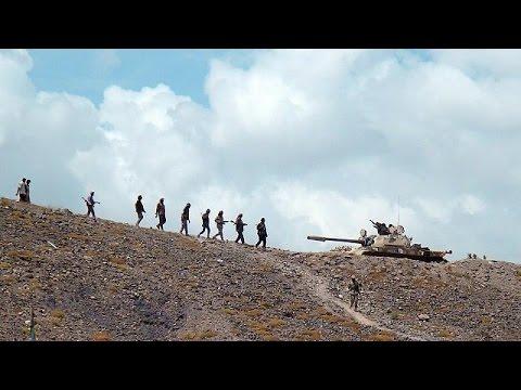 تقدم للحوثيين باتجاه عدن والرئيس هادي يغادر القصر