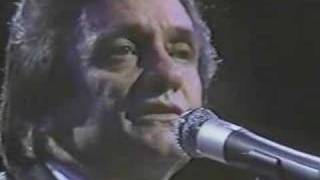 Watch Johnny Cash Remember The Alamo video