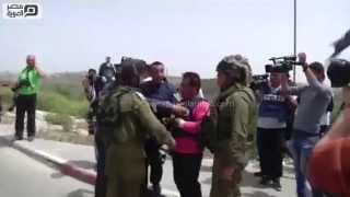 مصر العربية | الجيش الاسرائيلي يطلق قنابل الصوت على مسيرة تضامنية مع الأسرى