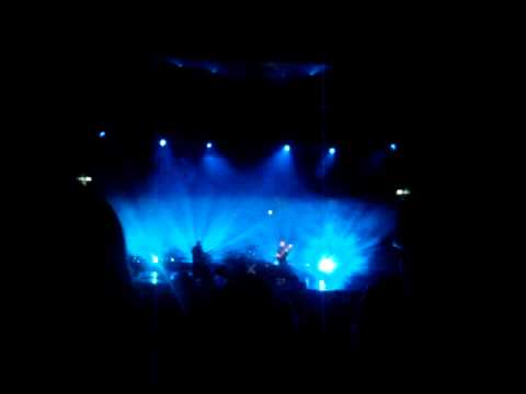 The xx playing Island @ casa da musica, Porto.MPG