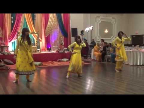 Ayesha and Aaquib's Mehndi - Bridesmaids dance