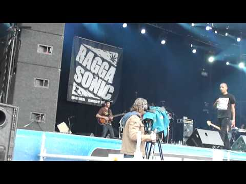 Raggasonic @ Couleur Café 2011 Bruxelles Raggasonic Crew A l ancienne Sors avec ton gun
