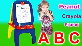 Bảng Vẽ Crayola Mới Của Bé Peanut ! Crayola Magnetic Double-Sided Easel