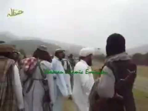 Pakistani Coward Army Surrender To Taliban In Waziristan 4 Dec 09.m4v video