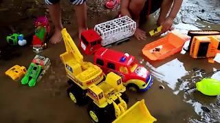 Xe Chở Hàng Tắm Mưa Cùng Xe Cảnh Sát xe oto máy xúc, xe ben, xe bồn, xe cứu hỏa