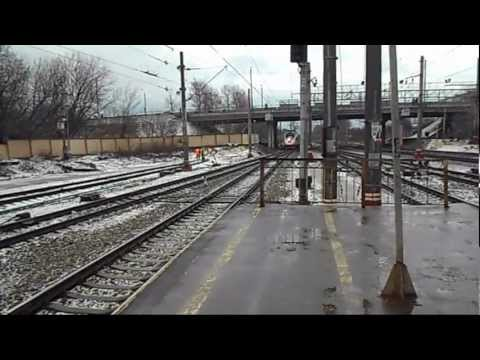 ��ж�ина � вело�ипедом (его можно �виде�� в видео - анно�а�и�) на�ал пе�е�оди�� железнодо�ожн�е п��и не по�мо��ев по ��о�онам - не еде�-ли �ам поезд. У�пел во...