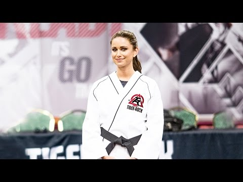Miss USA Nia Sanchez Breaks Real Wooden Boards Using Taekwondo
