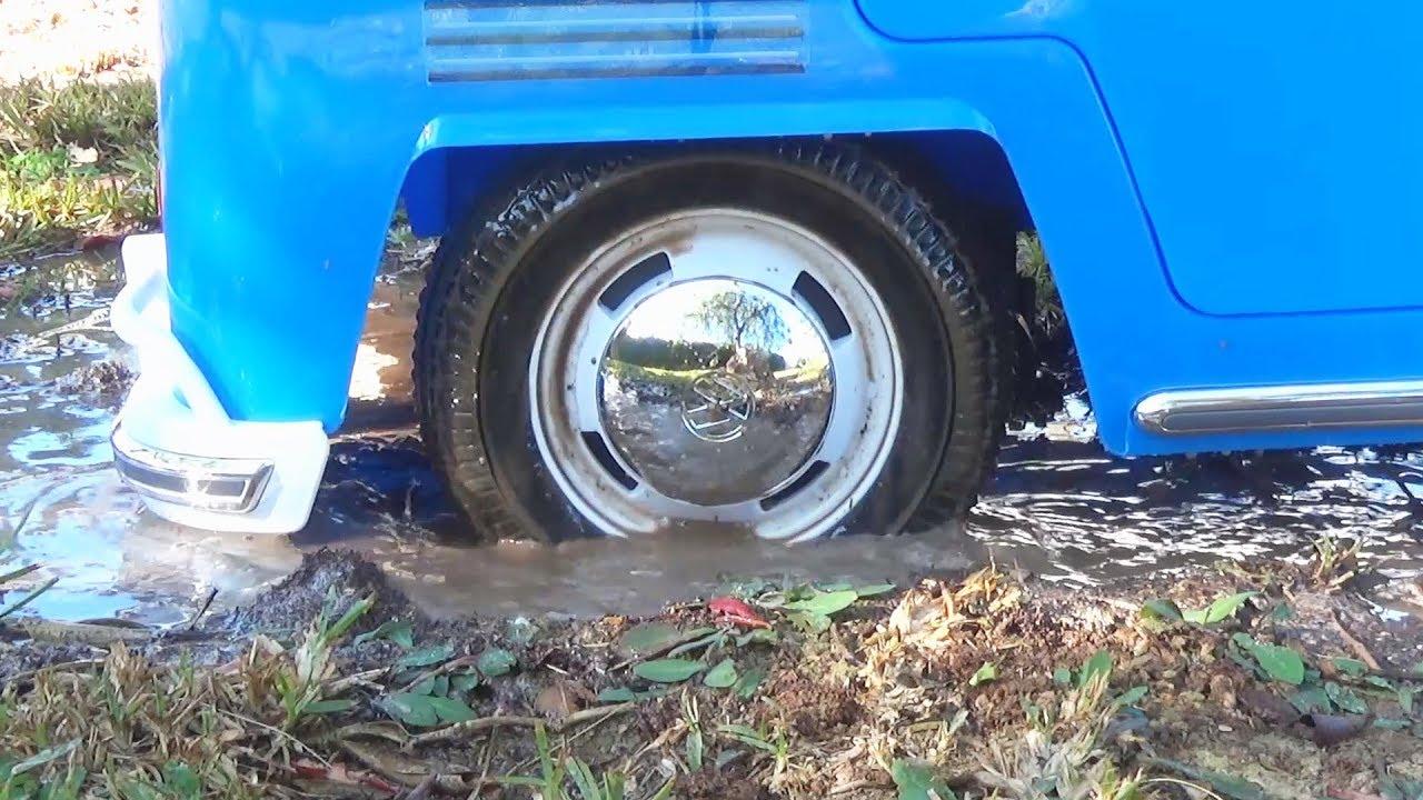 Автобус застрял в болоте | Дима и Машинки