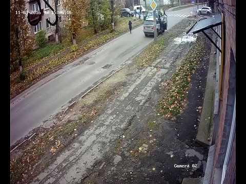 Опублікували відео, як авто збило хлопчика в Луцьку  (3 листопада 2016 року)