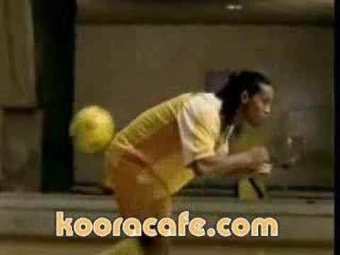 إعلان دانيت بأداء الساحر رونالدينهو - مهارات كرة القدم