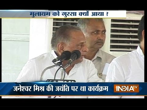 Mulayam Singh Yadav Scolds CM Akhilesh Yadav During Public Program - India TV
