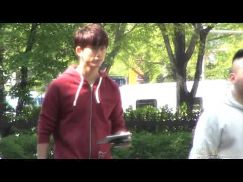 [Fancam] 130505 KBS 1:100    (Taecyeon )