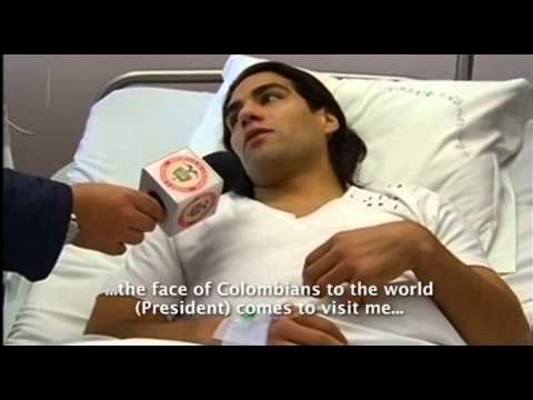 Colombian President Santos visits Falcao after knee surgery