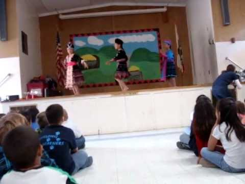 Parkview Elementary School dance ....Chico hmong Girls 2011