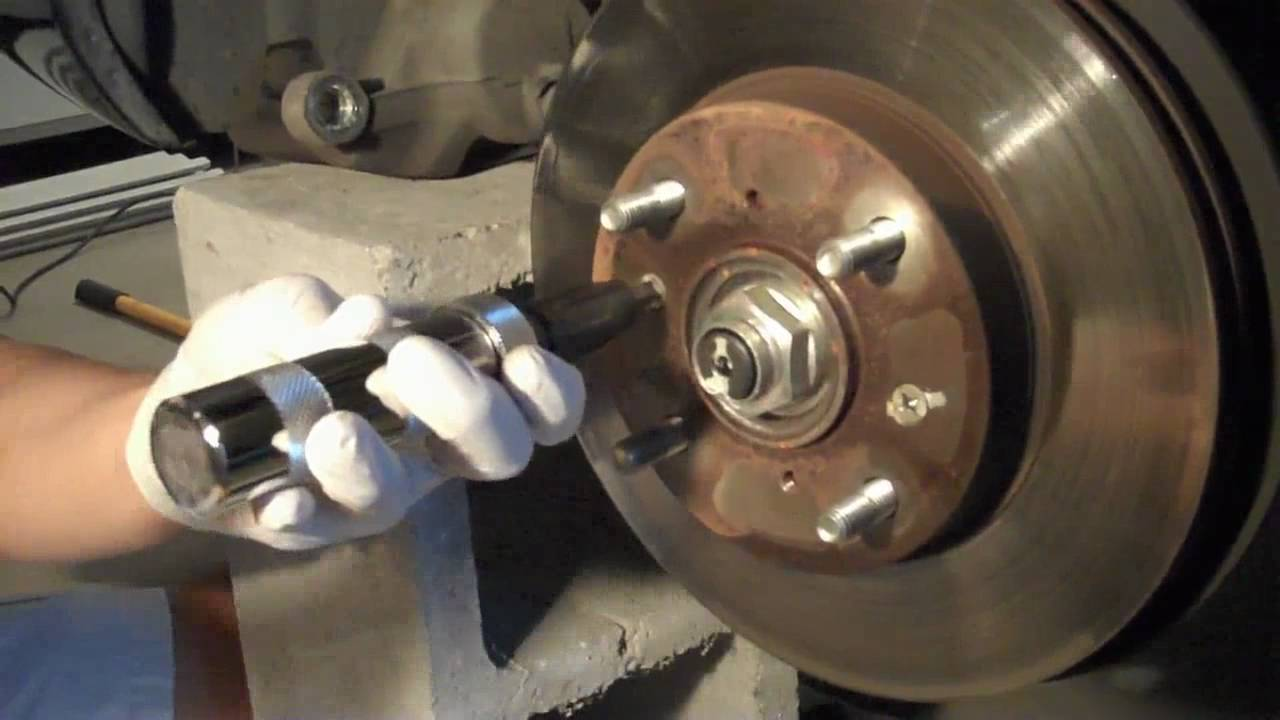 Tutorial: How to uninstall Honda brake rotor screws - YouTube