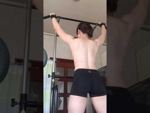 【画像】YouTubeで女が上半身裸でコレするだけの動画、めっちゃ再生される