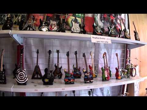 Miniature Guitar Bangkok Chatuchak チャトチャック バンコク metallica weekend market