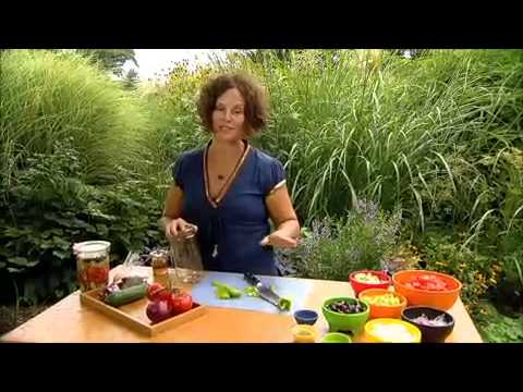 The Garden Gurus - Lisa's Greek Salad Recipe