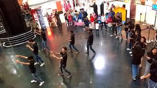 Street cause flash mob.. khallivalli hogaya Dil city centre Hyderabad