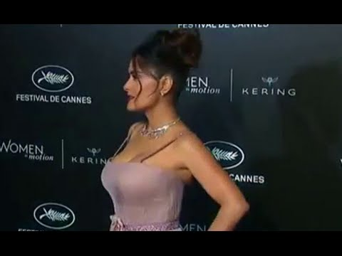 Salma Hayek glams it up and talks women in films in Cannes thumbnail