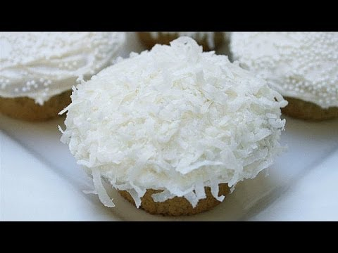 Snowball Vanilla Cupcakes with Coconut | Average Betty | Babble