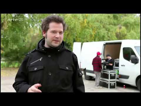 Lichtprojektion Bundesnachrichtendienst - KÜNSTLER UND NETZAKTIVISTEN MACHEN MOBIL