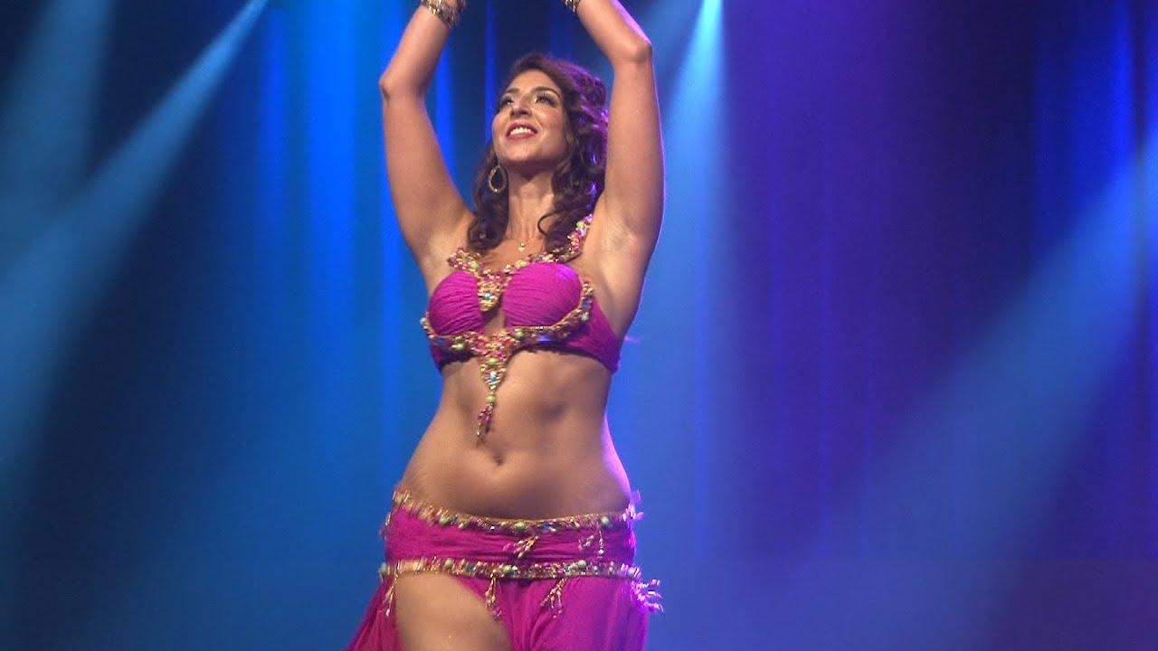 Belly Dance in Dubai Desert Safari - YouTube