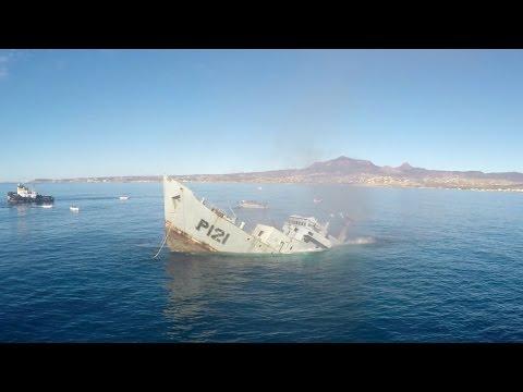 メキシコ海軍戦艦が沈没させられる!?人工岩礁を作る為に沈没する迫力映像