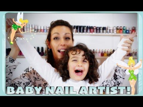 Mia figlia mi fa una NAIL ART!