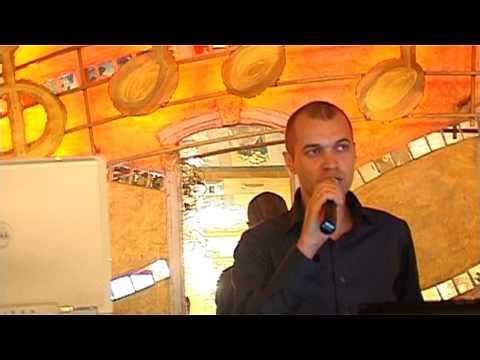 Шатохин поет песню М. Круга Ностальгия о будущей любви, ресторан Strong House Odessa