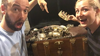 WHAT'S INSIDE OUR TREASURE CHEST! TREASURE HUNT Q&A LIVE!