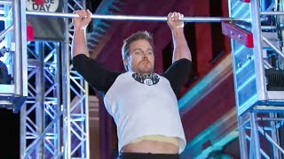 Arrow?s Star Stephen Amell Tear Through American Ninja Warrior Course - Full Video
