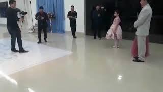 Início do cerimonial com a entrada da princesa Sylvia Lahra.