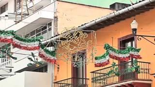 Visten con adornos patrios las calles de Xalapa