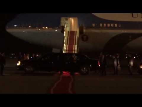 Tổng thống Barack Obama đặt chân xuống Hà Nội