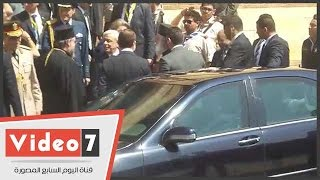 """بالفيديو .. موكب الرئيس اليونانى يغادر دير مارى جرجس وسط """"الزغاريد"""""""