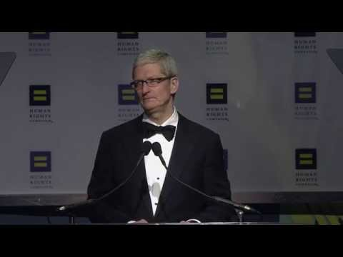 Tim Cook Receives the HRC Visibility Award