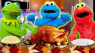 Kermit the Frog's Thanksgiving Cookoff! (Ft Elmo and Cookie Monster) *VERY MESSY*