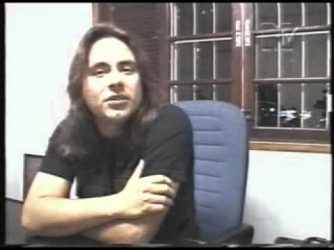 Andre Matos explica o porquê de ter deixado o Angra - 31/08/2000