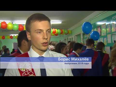 Сегодня в школах Омска звенят последние звонки