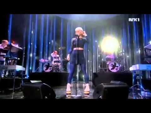 Robyn - Dancing on My Own (Live at Nobel Peace Prize Concert 12/11/2010)