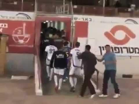 image vid�o سقوط صاروخ فلسطيني على ملعب في اسرائيل اثناء المباراه