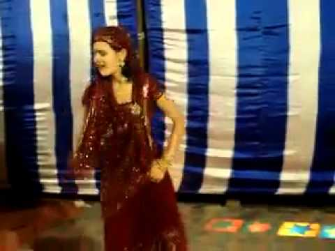 Desi Lady With Rocking Dance Performance
