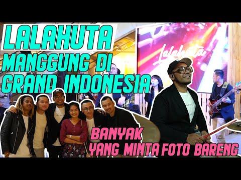 Download  LALAHUTA manggung di grand indonesia banyak yang minta foto bareng Gratis, download lagu terbaru