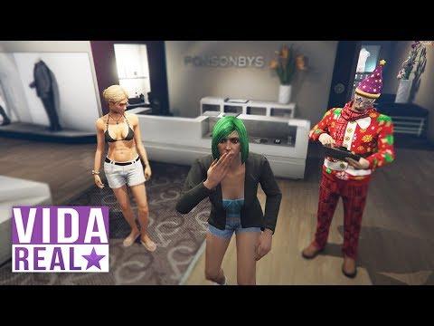 GTA V: VIDA REAL - LEVEI MINHA TIA PARA COMPRAR ROUPAS #82