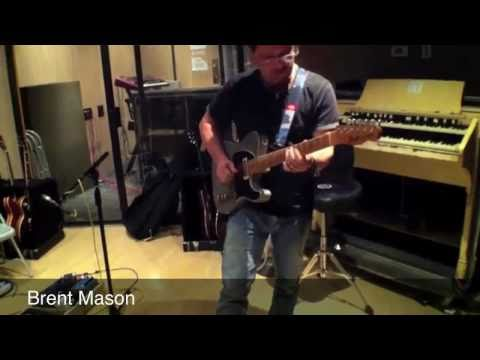 Brent Mason, Seymour Duncan, Todd Money playing the Benado Effects pedalboard! (On an iPhone).