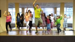 download lagu Gummy Bear Dance By Junti gratis