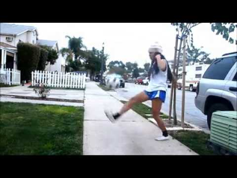 Amazing Soccer Freestyle From Girl video