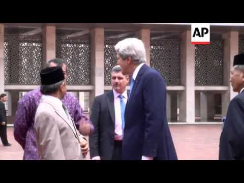US Sec of State Kerry visits Indonesia's largest mosque
